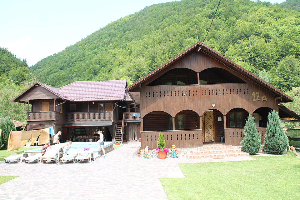 pensiune-de-vanzare-Valea-Draganului-Cluj-B02